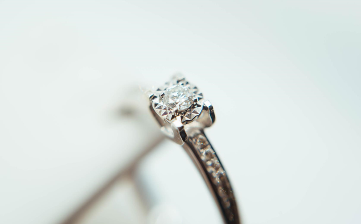 close-up-of-diamond-ring