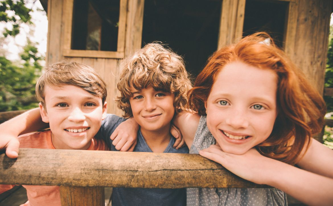 Children.in.a.treehouse.smiling.together.as.friends.513556170_8660x5773